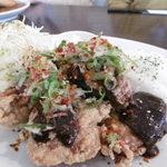 魚々バル - 鶏もも肉の唐揚げ(特製味噌ダレ)