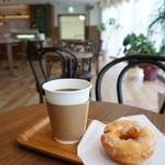 純喫茶PEARL - 珈琲(380円)・揚げドーナッツ(200円)相性抜群です。