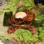 35342126 - チシャ、行者にんにく、辛味ネギ、辛味噌、唐辛子、生ニンニクで食べると最高