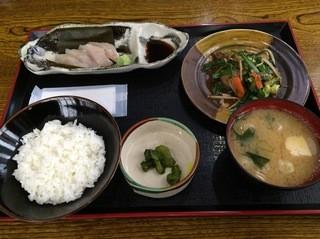 心海 - ダブルランチ(たら昆布〆刺し&レバニラ炒め)650円
