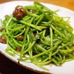 黒猫夜 - 睡蓮菜と樹子の炒め物