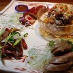 黒猫夜 - 鴨舌、羊肉ソーセージ、山羊スペアリブの雲南風、ホルモン揚げ