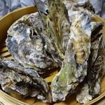 かき小屋フィーバー@BLUE JAWS 名古屋烏森店 - せいろ蒸し牡蠣。