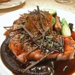 ル・ジャルダン・デ・サヴール - フランス産骨付き子牛ロースのロースト、筍 トリュフ 根菜の煮込み添え