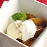 りんごの香醋コンポート~ヨーグルトとココナッツアイス添え