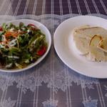 カフェレストラン タツミーヤ - ランチ付属のミニサラダと自家製パン
