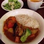 35351612 - チキンと野菜のトマトカレー(サラダつき)