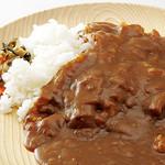 すすめ!ヴァイキング - 【焼肉屋さんのカレーライス】お肉をたっぷり入れて煮込みます。辛さひかえめな自慢のカレーです。