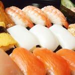 すすめ!ヴァイキング - 【サーモン・いか・たまご・海老(D)・いくら(D)】など、お寿司も食べ放題。
