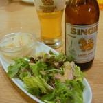 Mangotsurikafe - まずはサラダ。さっぱりとして爽やかな南国の風味♪シンハービールといただきます^^