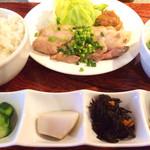 waingadaisukinaonikuyasanchinosumibiyakiitariangattsuxo - ホエー豚バラのあぶり焼き定食880円