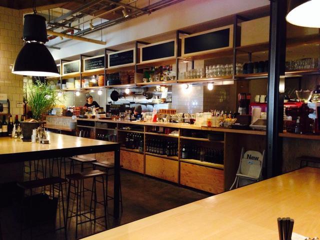 バス ストップ カフェ - 店内
