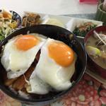 なにわ屋 - 焼豚玉子丼 ¥650 (今日は豚汁)