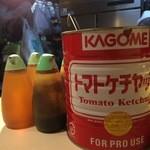 キッチン友 - トマトケチャップの缶がたくさんあありました
