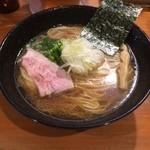 鯱 - 黒醤油らーめん(750円)