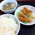 35362913 - レバニラ炒め定食の付け合わせ(油淋鶏)ライス、スープ