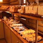 パン工房 麦花壇 - いろいろなパンに目移りしていまいます。