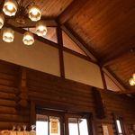 パン工房 麦花壇 - 天井がとても高い。