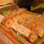 パン工房 麦花壇 - レジ横のラスク。