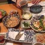 35366566 - 料理いろいろ。テーブル周りもきれいで気配りが行き届いている感じがしました。