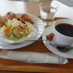 coffee&bakery ZELKOVA - ホットコーヒーでモーニング