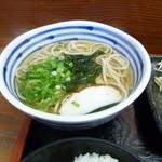 sobadokorokinugasa - 温かいお蕎麦 少し甘めでくせのない優しい味です。昔から大好きなんですよね。
