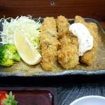 あこう蕎麦 衣笠 - かきフライ 下手な料理屋さんより、回転の良さそうな衣笠さんで食べた方が、鮮度のよい牡蠣が食べられそうですね。
