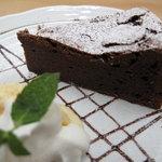 六古窯 - 『ガトーショコラ』 濃厚なチョコケーキとバニラアイスの盛り合わせ