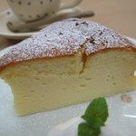 六古窯 - 『スフレチーズケーキ』 チーズをたっぷり使った自慢の一品