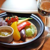 無垢とうや - 県内産の温野菜をタジン鍋で蒸しました。野菜本来の味わいが楽しめる