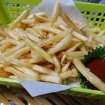 かき小屋フィーバー@BLUE JAWS 名古屋烏森店 - 牡蠣ばかり食べていると、お味が単調になってくるので口直しのポテトフライです。