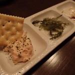 琉炭 - 突出しは,海ぶどうやジーマミー豆腐など