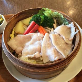 ぶりこ - 沖縄紅豚と旬菜のせいろ蒸し