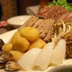 オリジナル洋風鍋 マルミット - お鍋の具材(じゃがいもと自家製ソーセージがイチオシ)