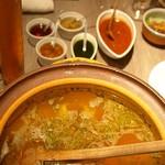 オリジナル洋風鍋 マルミット - マルミット鍋のスープと薬味ソース
