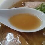 オーモリ本店 - スープは豚ガラベース