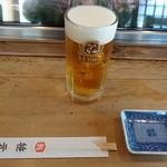鮨 笹元 - カウンター席のテーブルセッティングに生麦酒