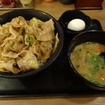 伝説のすた丼屋 - すた丼(肉増し、780円)+豚汁(200円)