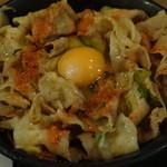 伝説のすた丼屋 - すた丼(肉増し)に七味唐辛子と生玉子