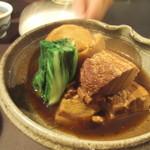 あきやま - 豚角煮 (絶品でした)