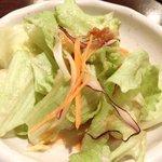 とん豚テジ - しょうが焼き定食 500円 のサラダ