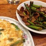 中華料理彩虹 - 大蒜の芽と豚肉炒め、カニ玉