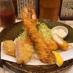 とん太 - 特ミックス定食 (エビ二本、ヒレ、魚(イカ)) (2015/02)