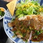 しゃぶしゃぶ すきやき くりりん - 特製ステーキ丼 税込950円