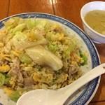 中国ラーメン揚州商人 - レタス炒飯スープ付き 800円