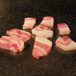 麻布十番 鉄板焼 楼漫亭 - 霧島豚のネギ塩焼き 製作中