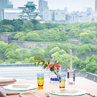 大阪城公園を一望できる絶景を目の前に