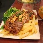 ファイアーワークス - 牛モモ肉汁たっぷりステーキ フライドポテト880円+税
