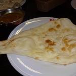インド料理 SHIVA - カレーはいろんな種類と辛さがあります。スパイスが効いたチキンカレーをいただきました。本格的なカレーで・・おいしい!