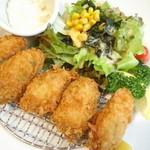 クーポール - 料理写真:牡蠣フライ880円。